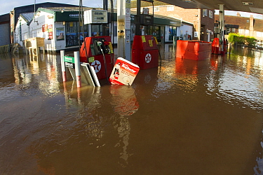 Petrol station flooded during the February 2014 floods, Upton upon Severn, Worcestershire, England, UK, 10th February 2014.