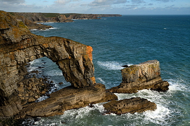 The Green Bridge of Wales, a natural rock arch comprising Carboniferous limestone, Castlemartin, Pembrokeshire, Wales. September 2017.