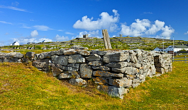Cnoc Raithni / Raithnighe national monument, burial mound surrounded by drystone wall. Inisheer, Aran Islands, County Galway, Ireland. May 2011.