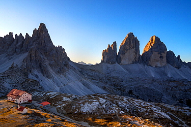 Mountain refuge Dreizinnenhutte / Rifugio Antonio Locatelli at sunrise and the Drei Zinnen / Tre Cime di Lavaredo in the Dolomites, South Tyrol, Italy, October 2019