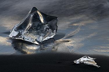 Glacier ice on the sea shore, rfi / Oraefi, Iceland, June 2008. WWE INDOOR EXHIBITION