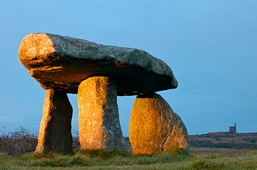 Lanyon Quoit burial chamber, Madron, Cornwall, England, UK, December 2006