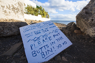 Sign to encourage tourists to throw their cigarette butts in the bin rather than on the beach. Playa Quemada, Lanzarote, Canary Islands, Spain. 2019.