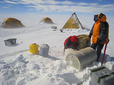 Refuelling activities, nomadic Field camp on the ice cap, Antarctica January 2007