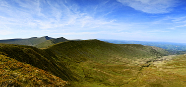 Cwm Oergwm corrie and glacial valley of Devonian red sandstone, view towards peaks of Fan y Big, Cribyn, Pen Y Fan and Corn Du. Brecon Beacons National Park, Wales, UK. May 2019.