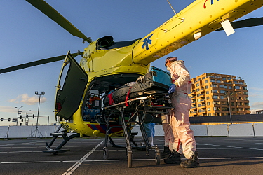 MICU team from the Radboud university transferring a patient from the Jeroen Bosch Ziekenhuis ICU department to another ICU with a helicopter Jeroen Bosch Ziekenhuis, Den Bosch, The Netherlands Apri...