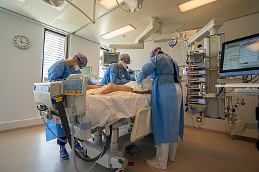 ICU team busy with turning of a patient to be vetilated on his stomach. This is part of the treatment for Covid-19 patients on a ventilator Jeroen Bosch Ziekenhuis, Den Bosch, 's Hertogenbosch, T...