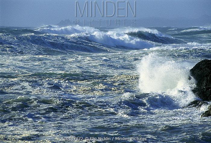 Crashing waves, Long Beach, Clayoquot Sound, Vancouver Island, British Columbia, Canada  -  Flip  Nicklin