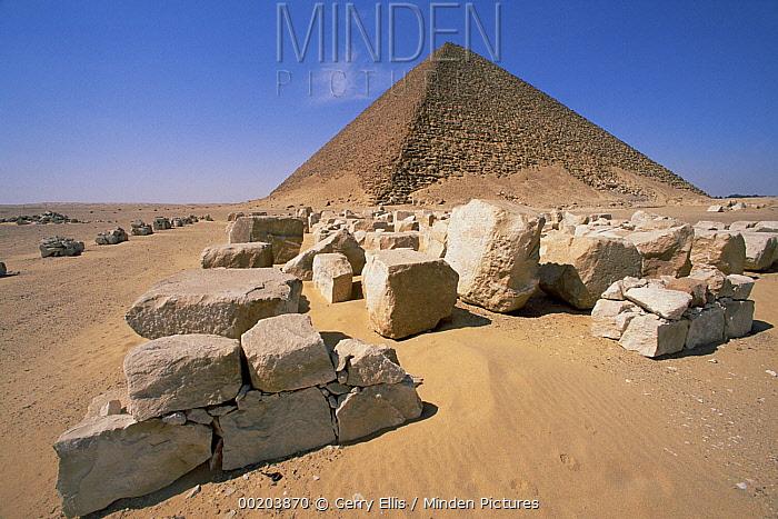 Sandstone blocks of White Pyramid of King Snefru at Dakshur, Egypt  -  Gerry Ellis