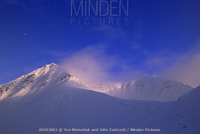 Atigun Pass, Brooks Range, early spring, blowing snow, evening, Alaska  -  Yva Momatiuk & John Eastcott