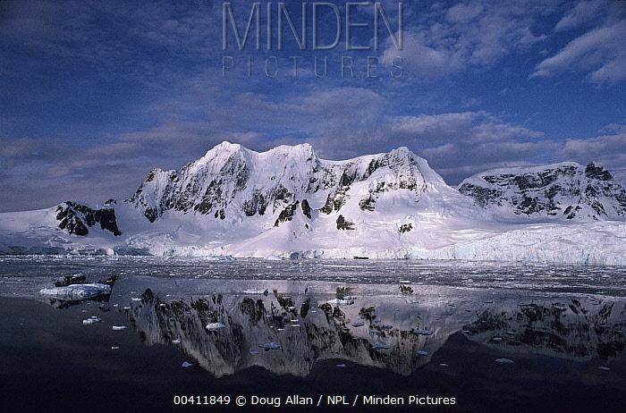 Lemaire Channel, Antarctica  -  Doug Allan/ npl