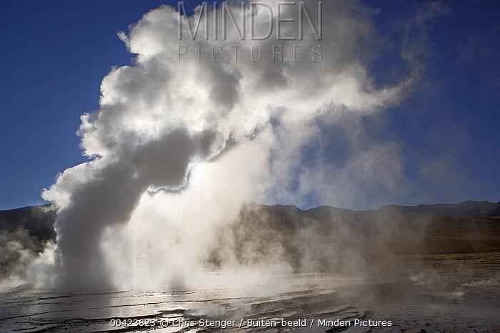 Spouting geyser, El Tatio Geyser Field, Chile  -  Chris Stenger/ Buiten-beeld