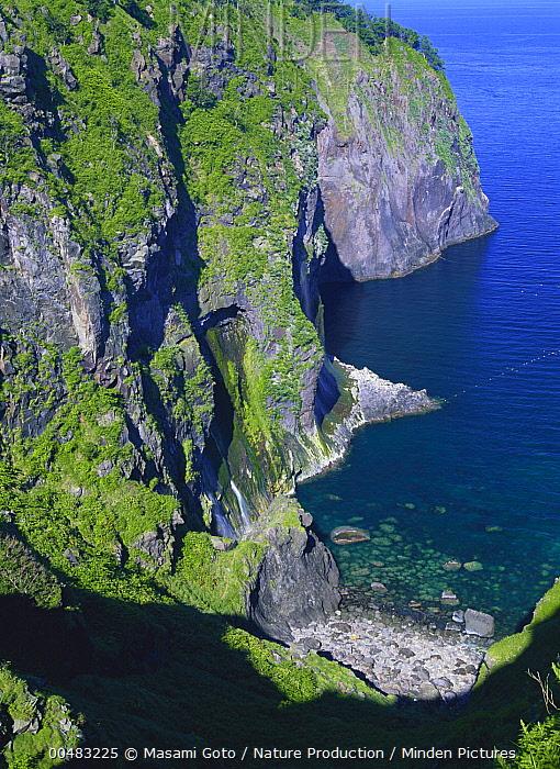 Cliffs on western side of Shiretoko, Hokkaido, Japan  -  Masami Goto/ Nature Production
