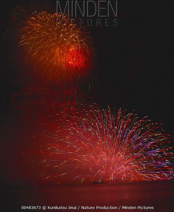 Fireworks over Lake Suwa  -  Kunikatsu Imai/ Nature Productio