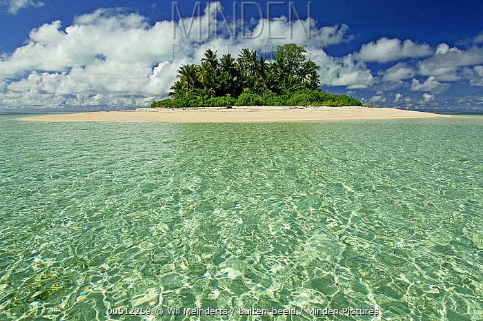Clouds above sea coral atoll, Bijoutier Island, Seychelles  -  Wil Meinderts/ Buiten-beeld