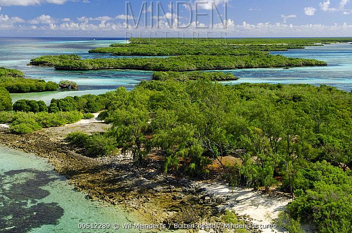 Aerial view of Aldabra, Aldabra, Seychelles  -  Wil Meinderts/ Buiten-beeld