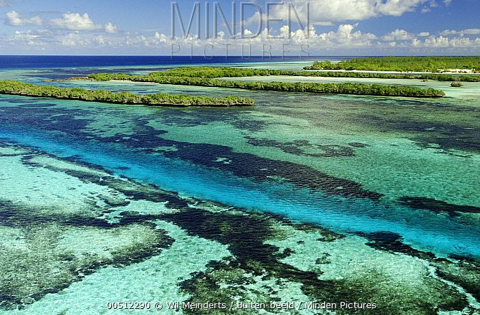 Tidal channel and islands Aldabra, Seychelles  -  Wil Meinderts/ Buiten-beeld