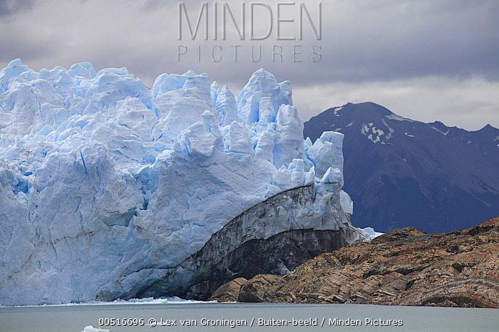 Terminus of the Perito Moreno Glacier near a lake, Parque Nacional Los Glaciares, Argentina  -  Lex van Groningen/ Buiten-beeld