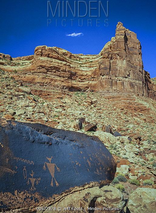 Duckhead Man petroglyphs made by Ancestral Puebloans, Cedar Mesa, Bears Ears National Monument, Utah
