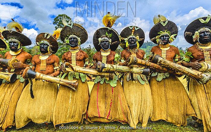 Lyain tribe men performing, Enga Show, Wabag, Western Highlands, Papua New Guinea