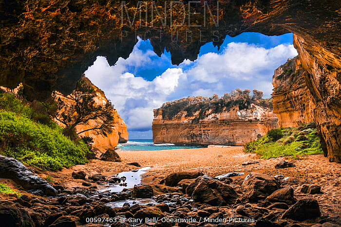 Cave along coast, Loch Ard Gorge, Port Campbell National Park, Victoria, Australia