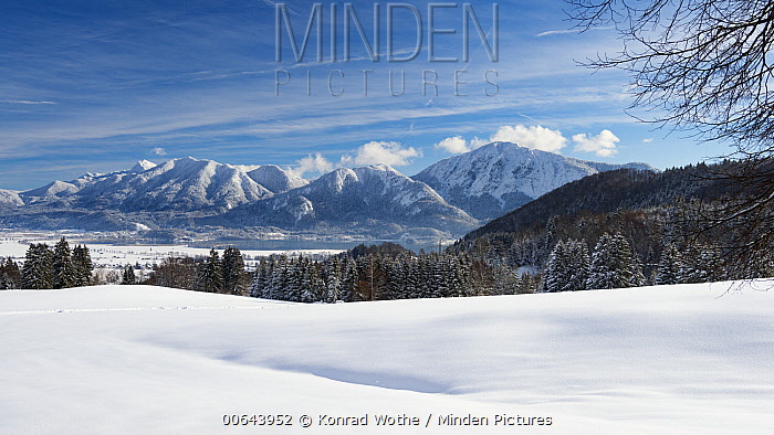 Lake and mountains in winter, Lake Kochelsee, Benediktenwand, Rabenkopf and Jochberg, Alps, Upper Bavaria, Germany