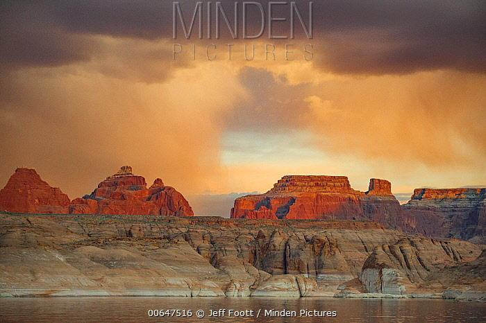 Buttes at sunset, Face Canyon, Lake Powell, Glen Canyon National Recreation Area, Utah