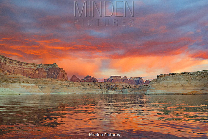 Butte at sunset, Face Canyon, Lake Powell, Glen Canyon National Recreation Area, Utah