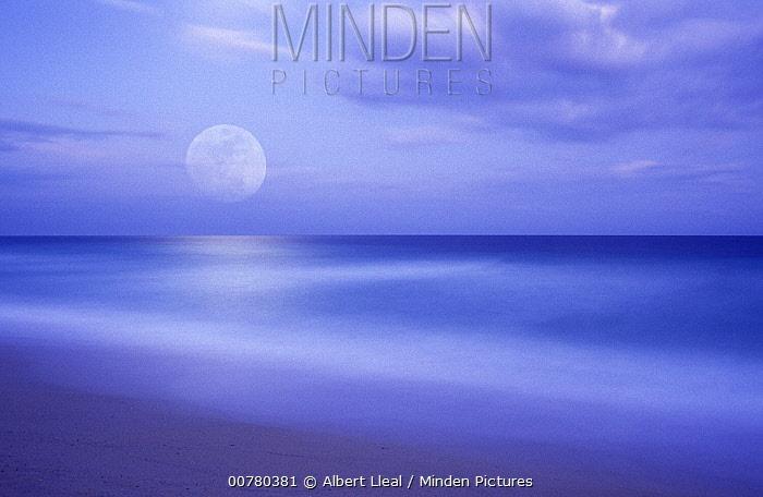 Full moon ove the Mediterranean Sea near Barcelona, Spain  -  Albert Lleal