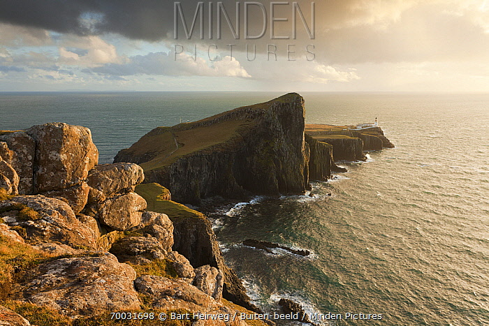 Neist Point lighthouse at sunset, Neist Point, Isle of Skye, Scotland, United Kingdom  -  Bart Heirweg/ Buiten-beeld
