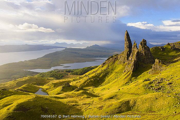 Rock formation, Old Man of Storr, Isle of Skye, Scotland, United Kingdom  -  Bart Heirweg/ Buiten-beeld