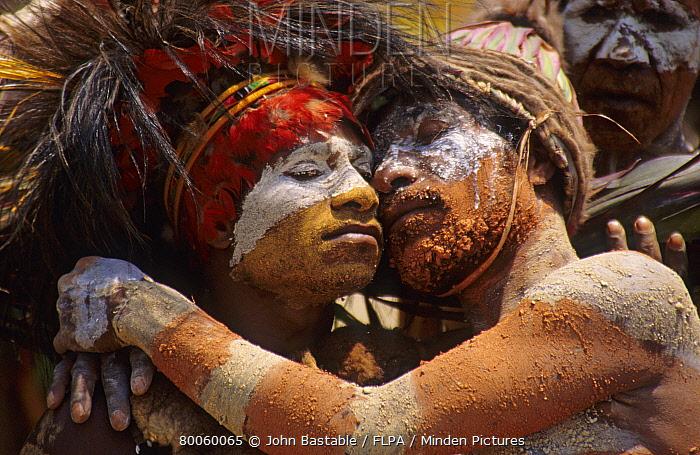 Couple in traditional tribal dress, Goroka Show sing-sing, Goroka, Eastern Highlands Province, Papua New Guinea  -  John Bastable/ FLPA