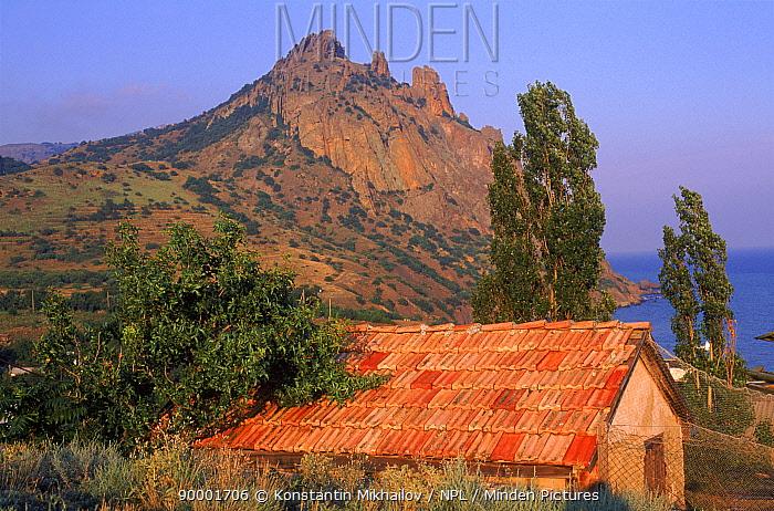 Karadag mountain, near Feodosia, Crimea, Ukraine  -  Konstantin Mikhailov/ npl