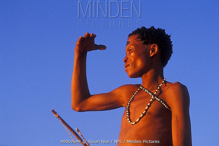 Bushman San looking into the distance shading face with hand, Kalahari desert, Botswana  -  Jouan & Rius/ npl