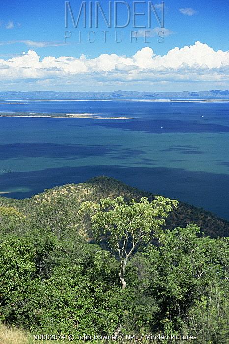 Lake Kariba, Zimbabwe  -  John Downer/ npl