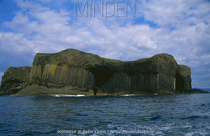 Fingals cave showing basalt columns, Isle of Staffa, Inner Hebrides, Scotland, UK  -  Peter Lewis/ npl