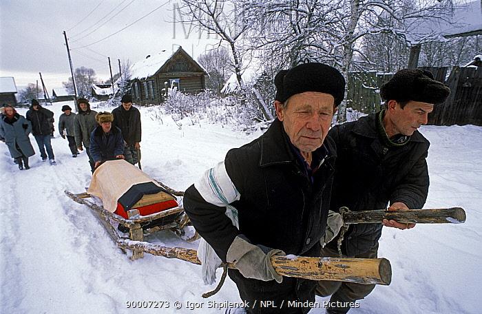 Village burial, Chukhrai, Bryansk Province, Russia Villagers pull the coffin of the late Evdokiya Balakhonva to the graveyard for burial  -  Igor Shpilenok/ npl