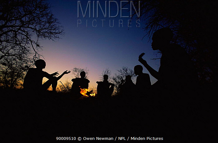 Jo, Hoan bushmen people sitting round fire at night, Bushmanland, Namibia 1996  -  Owen Newman/ npl