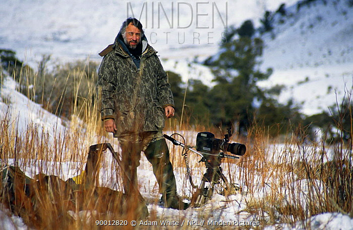 Cameraman Andrew Anderson on location in Yellowstone NP, Wyoming, filming American dippers for BBC series 'Life of Birds' USA, Jan 1998  -  Adam White/ npl