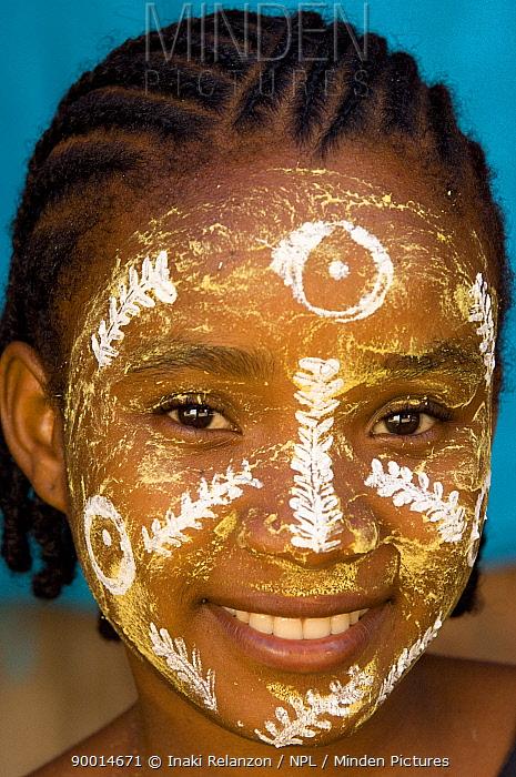 Girl with painted face from the tribe Antakarana, Nosy Tanikeli, North Madagascar  -  Inaki Relanzon/ npl