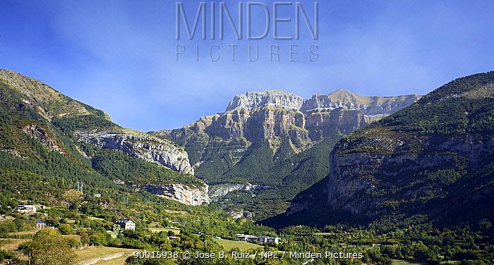 Vally and mountains of the Pirineos, Ordesa, Heusca, Spain  -  Jose B. Ruiz/ npl