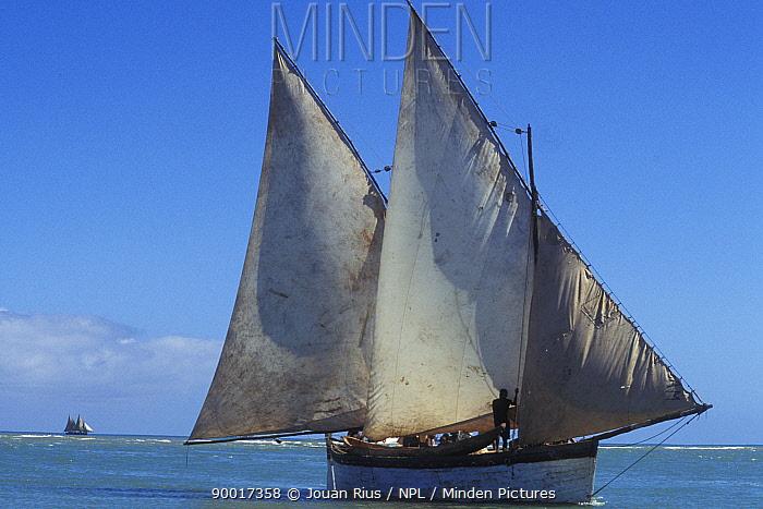 Typical schooner off the west coast of Madagascar  -  Jouan & Rius/ npl
