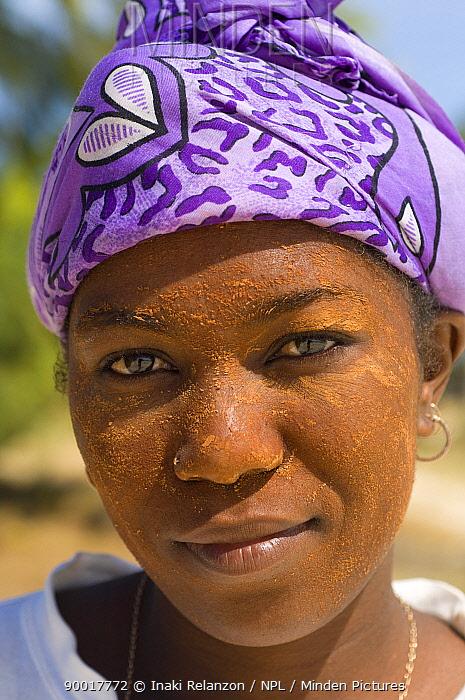 Antakarana woman, Diego Suarez, Madagascar  -  Inaki Relanzon/ npl