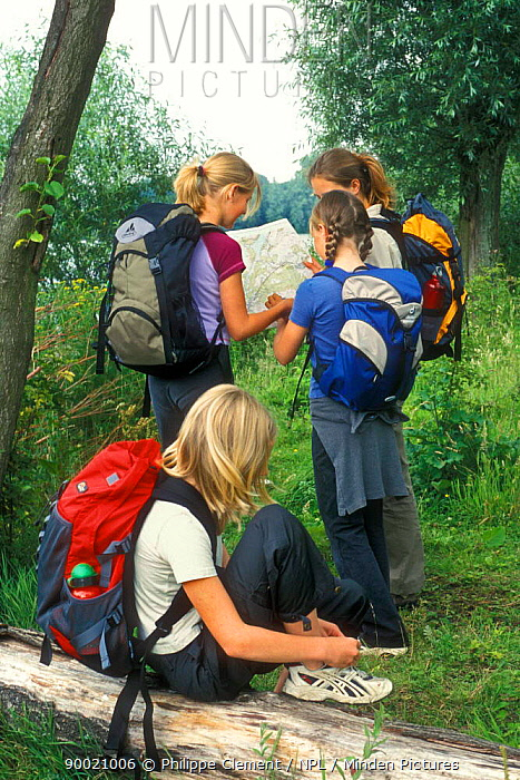 Children reading map while hiking, Belgium  -  Philippe Clement/ npl