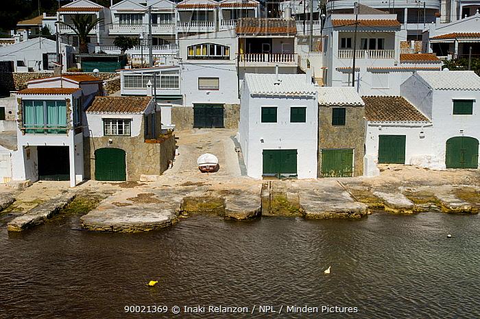 Village houses, Cala d'Alcaufar, Menorca Island, Balearic Islands, Spain  -  Inaki Relanzon/ npl