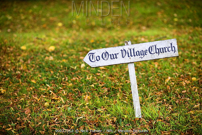Sign pointing to the church of St Mary the Virgin, Icomb, Gloucestershire, UK  -  Nick Turner/ npl