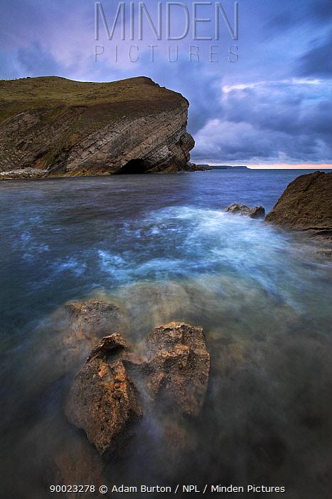 Rocky Pondfield Cove on an incoming tide, Dorset, England Worbarrow Bay, Jurassic Coast World Heritage Site  -  Adam Burton/ npl