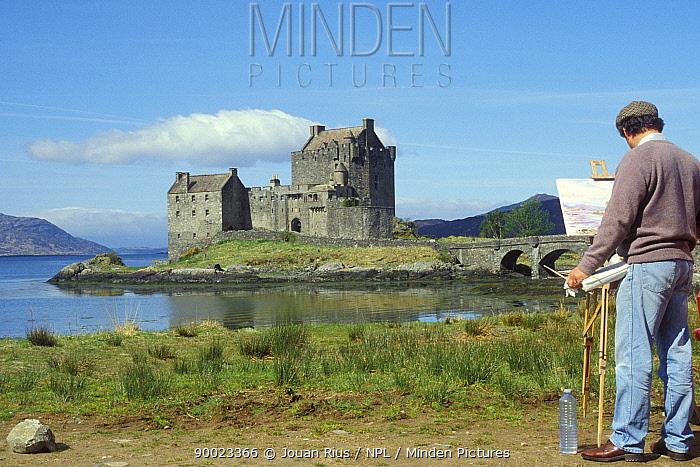 Painter in front of Eilean Donan Castle, Scotland, UK  -  Jouan & Rius/ npl