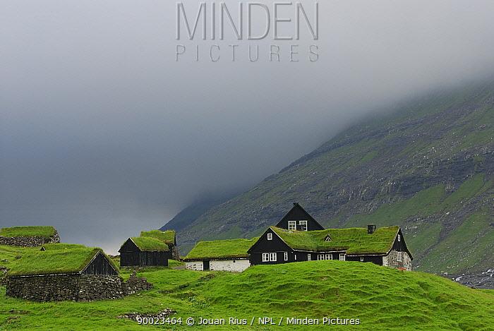 Buildings in Saksun which have grass on their roofs, Streymoy Island, Faroe Islands, Denmark  -  Jouan & Rius/ npl