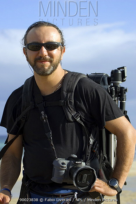 Photographer Fabio Liverani with camera and tripod, on location on Fuerteventura Island, Canaries, 2007  -  Fabio Liverani/ npl